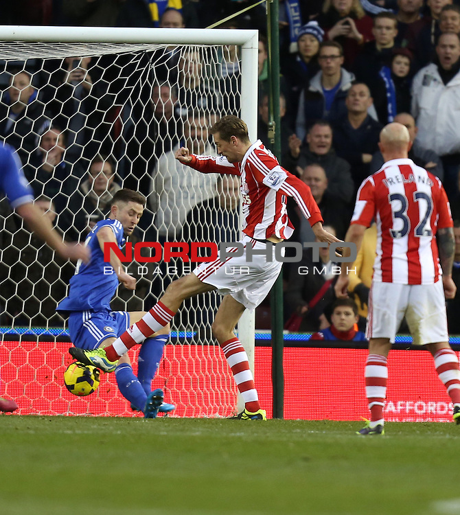 Stoke City's Peter Crouch scores for Stoke -  07/12/2013 - SPORT - Football - Stoke-On-Trent - Britannia Stadium - Stoke City v Chelsea - Barclays Premier League<br /> Foto nph / Meredith<br /> <br /> ***** OUT OF UK *****