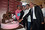 Maglia Rosa Richard Carapaz (ECU) Movistar Team wins the overall general classification pictured cutting a special Giro cake with RCS MediaGroup President and CEO Urbano Cairo,  chef Giancarlo Perbellini and Giro d'Italia Director Mauro Vegni, after Stage 21 the final stage of the 2019 Giro d'Italia, an individual time trial running 17km from Verona to Verona, Italy. 2nd June 2019<br /> Picture: Massimo Paolone/LaPresse | Cyclefile<br /> <br /> All photos usage must carry mandatory copyright credit (© Cyclefile | Massimo Paolone/LaPresse)
