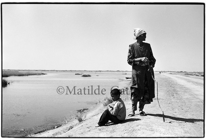 Uzbekistan - Aral Sea - People from Muynak spending the day at the sea trying to catch some fish.