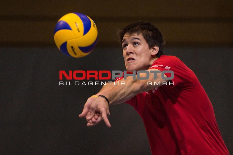 05.05.2014, Arena Kreis Dueren, Dueren<br /> Volleyball, Training Nationalmannschaft Maenner<br /> <br /> Annahme Dennis Hefter<br /> <br />   Foto &copy; nordphoto / Kurth