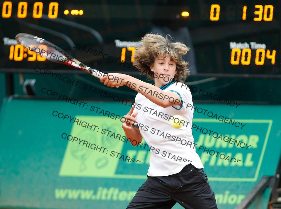 Tenis, World Championship U-14.Gianluigi Quinzi Vs. Bastian Malla, boys final.Gianluigi Quinzi, returns.Prostejov, 07.08.2010..foto: Srdjan Stevanovic/Starsportphoto ©