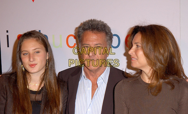 "DUSTIN HOFFMAN & FAMILY.Attends Fox Searchlight's L.A. Premiere of ""I Heart Huckabees"" held at The Grove in Los Angeles, California on September 22nd 2004. .portrait headshot daughter.Ref: DVS.www.capitalpictures.com.sales@capitalpictures.com.©Debbie VanStory/Capital Pictures ."