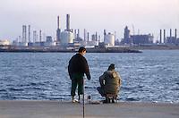 - pescatori e zona industriale, stabilimento petrolchimico....- fishermens and industrial zone, petrochemical plant
