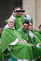 Preti in Piazza San Pietro durante la veglia di preparazione con le famiglie in occasione della giornata della famiglia. Pope Francis greets the crowd during the Family Day at St Peter's square.