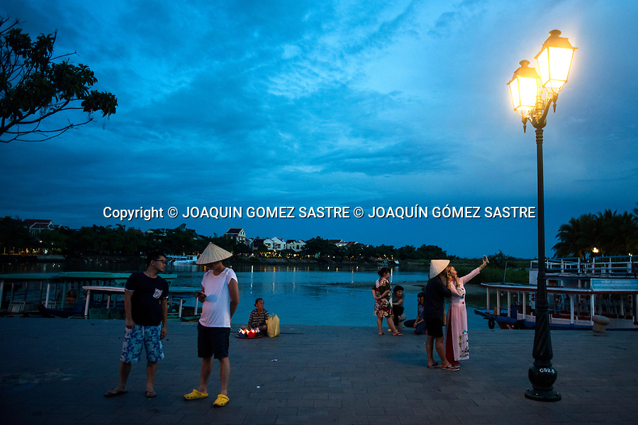 A couple is doing a selfie at sunset in the tourist town of Hoian (Vietnam)<br /> HOIAN-VIETNAM