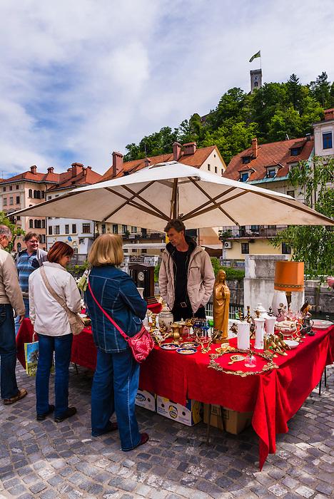Ljubljana Sunday antiques and flea market held on the Breg Embankment with Ljubljana Castle in the background, Slovenia, Europe