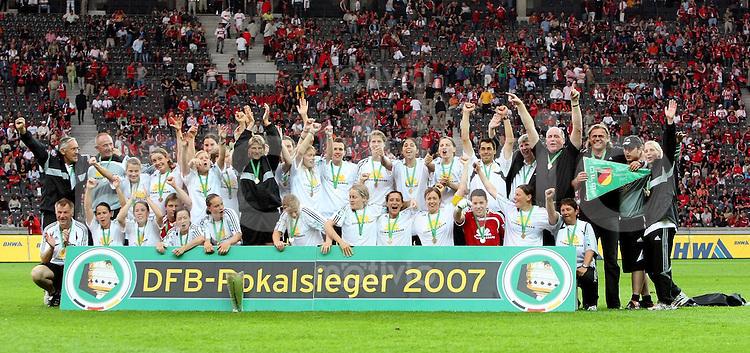 Fussball DFB Pokal : Pokalfinale Frauen   1.FFC Frankfurt - FCR 2001 Duisburg mannschaftsfoto Frankfurt dem DFB - Pokalsieger der Frauen