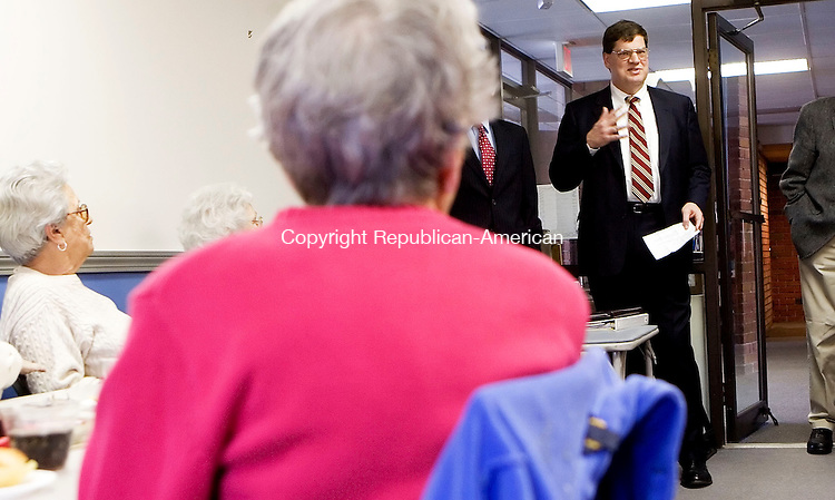 WATERBURY, CT- 05 APRIL 07- 040507JT02- <br /> Waterbury Alderman Dennis Odle speaks to residents at 119 Store Ave., who live next door to a blighted property, about plans for the landfill site on Thursday afternoon.<br /> Josalee Thrift Republican-American