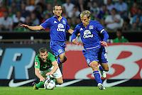 FUSSBALL   1. BUNDESLIGA   SAISON 2011/2012   TESTSPIEL SV Werder Bremen - FC Everton                 02.08.2011 Lukas SCHMITZ (li, Bremen) gegen Leon OSMAN (Mitte) und Phil NEVILLE (re, beide Everton)