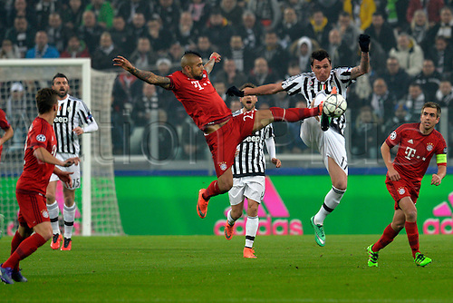 23.02.2016. Turin, Italy. UEFA Champions League football. Juventus versus Bayern Munich.  Arturo Vidal and Mario Mandzukic fight for the high ball
