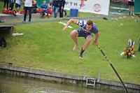 FIERLEPPEN: WINSUM: 13-08-2017, Fries Kampioenschap Fierljeppen, winnende sprong Nard Brandsma 20,72m, ©foto Martin de Jong