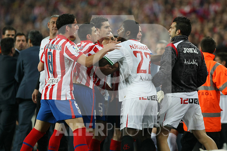 Sevilla's Christian Ndri Romaric and Alvaro Negredo and Atletico de Madrid's Raul Garcia, Jose Antonio Reyes, Tiago Cardoso and Antonio Lopez have words during King's Cup Final match. May 19, 2010. (ALTERPHOTOS/Acero)
