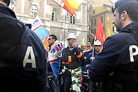 ROMA, 18 NOVEMBRE 2009.LAVORATORI SARDI DELL'ALCOA MANIFESTANO A ROMA CONTRO LA CHIUSURA DELLO STABILIMENTO.FOTO SIMONA GRANATI