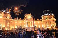 RIO DE JANEIRO, RJ, 11 DE JULHO DE 2013 -MANIFESTAÇÃO PALÁCIO GUANABARA- Manifestantes se cponcentram em frente ao Palácio Guanabara, sede do governo, em protesto contra o governador Sérgio Cabral, em Laranjeiras, zona sul do Rio de Janeiro.FOTO:MARCELO FONSECA/BRAZIL PHOTO PRESS
