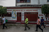 ARRIAGA, MEXICO - NOVEMBER 08: Migrants walk along the street as they start walkingleaving the Albergue where they were staying in Arriaga on the 8th of November, 2015 in Arriaga, Mexico. <br /> <br /> Daniel Berehulak for The New York Times