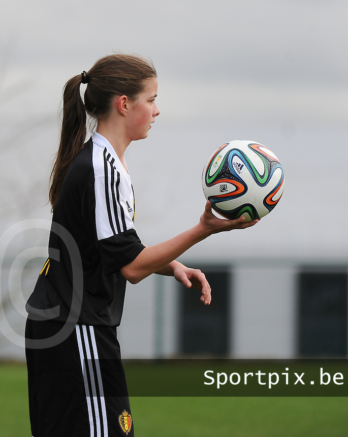 20160211 - TUBIZE , BELGIUM : Belgian Shari Van Belle pictured during the friendly female soccer match between Women under 17 teams of  Belgium and Switzerland , in Tubize , Belgium . Thursday 11th February 2016 . PHOTO SPORTPIX.BE DIRK VUYLSTEKE