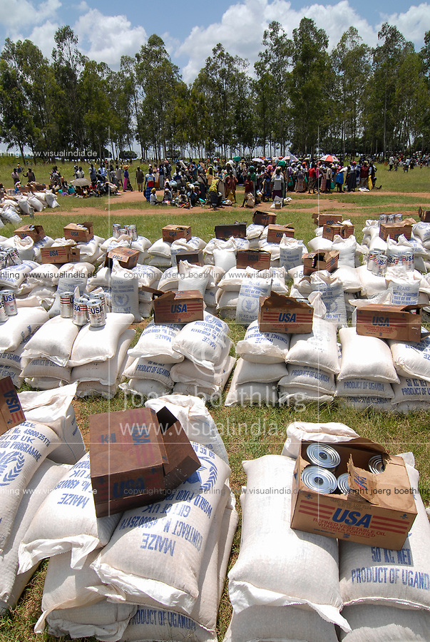 UGANDA, Kitgum , World Food Programme, distribution of UK aid maize and USAID cans with vegetable oil for internal displaced refugees of civil war between LRA and Ugandanian army