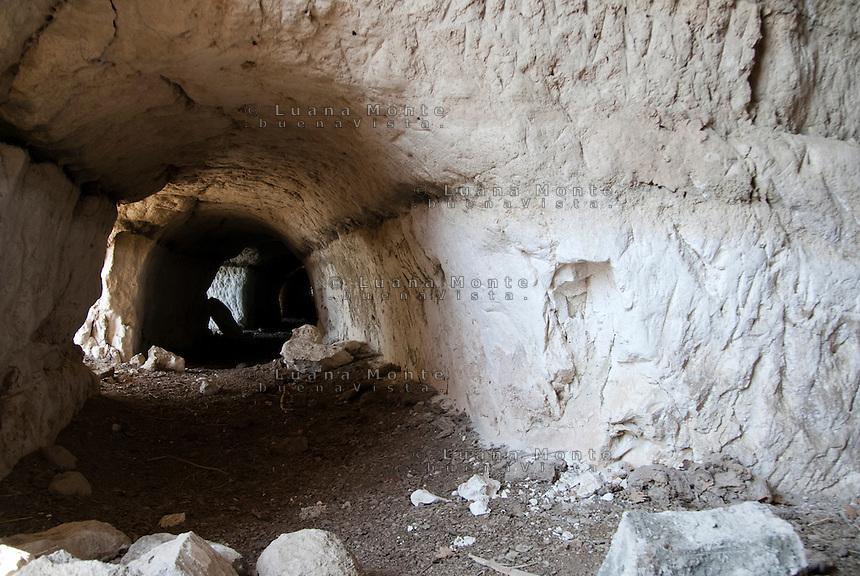 Valle dei Calanchi. Antica cava di estrazione di basaltite. Civita di Bagnoregio, 11 luglio 2012...