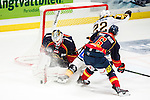 ***BETALBILD***  <br /> Stockholm 2015-09-19 Ishockey SHL Djurg&aring;rdens IF - Skellefte&aring; AIK :  <br /> Djurg&aring;rdens m&aring;lvakt goalkeeper Mikael Tellqvist r&auml;ddar en m&aring;lchans f&ouml;r Skellefte&aring;s Janne Pesonen under matchen mellan Djurg&aring;rdens IF och Skellefte&aring; AIK <br /> (Foto: Kenta J&ouml;nsson) Nyckelord:  Ishockey Hockey SHL Hovet Johanneshovs Isstadion Djurg&aring;rden DIF Skellefte&aring; SAIK