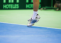07-04-13, Tennis, Rumania, Brasov, Daviscup, Rumania-Netherlands, Thiemo de Bakker,service.shoes,hardcourt