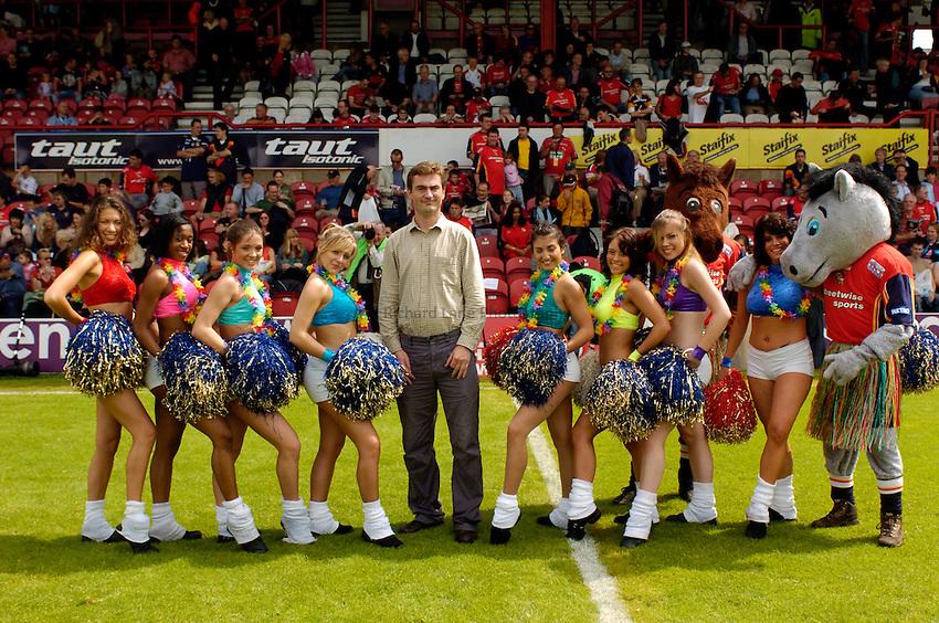 Photo. Richard Lane..London Broncos v Huddersfield Giants. Engage Super League. 24/07/2005..Sponsor picture.