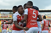 BOGOTA - COLOMBIA, 28-01-2018: Juan David Valencia (#5) de Independiente Santa Fe celebra con John Pajoy (Izq) después de anotar un gol al América de Cali durante partido por la final del Torneo Fox Sports 2018 jugado en el estadio Nemesio Camacho El Campin de la ciudad de Bogotá. / Juan David Valencia (R) of Independiente Santa Fe celebrates with John Pajoy (L) after scoring a goal to America de Cali during match for the final of the Fox Sports Tournament 2018 played at Nemesio Camacho El Campin Stadium in Bogota city. Photo: VizzorImage / Gabriel Aponte / Staff.