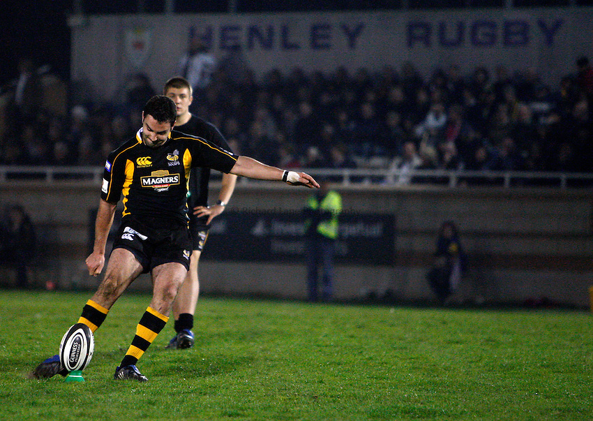 Photo:Richard Lane/Richard Lane Photography. London Wasps A v Gloucester United. Guinness A League. 09/04/2009. Wasps' Jeremy Staunton kicks.