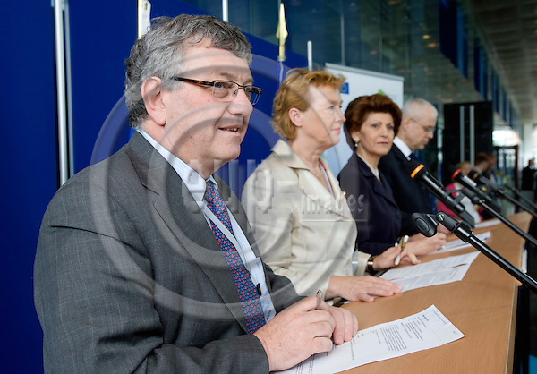 BRUSSELS - BELGIUM - 13 JUNE 2008 -- From left Marc DANZON, Director WHO Regional Office for Europe, the Slovenian Minister for Health Zofija MAZEI-KUKOVIC and the EU Commissioners Androlla VASSILIOU and Vladimír SPIDLA during a press conference on Mental Health.  Photo: Erik Luntang/EUP-IMAGES