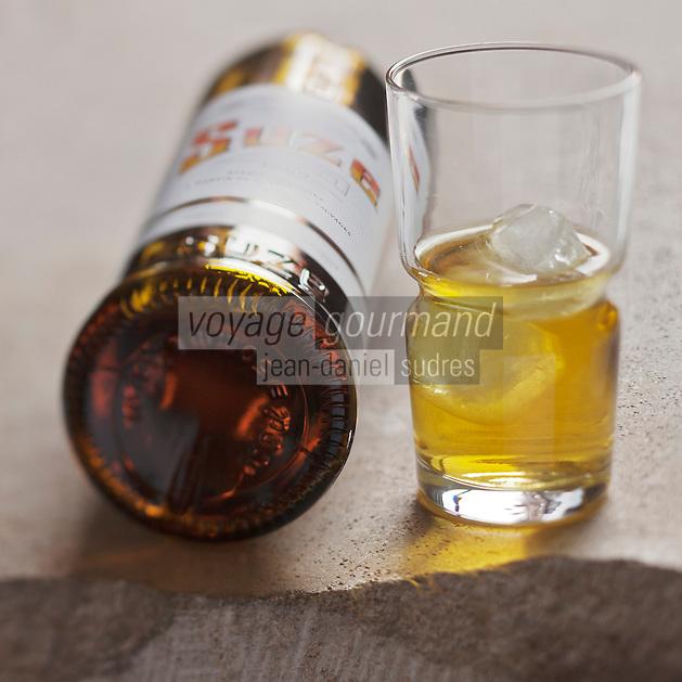 Gastronomie générale: Suze, Apéritif, Liqueur de gentiane  jaune - Stylisme : Valérie LHOMME
