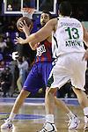 Euroleague el FC Barcelona guanya 83 -82 al Panathinaikos en el primer partit del playoff. Navarro intenta fer una pase interior