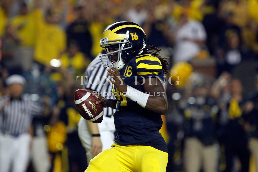 Michigan quarterback Denard Robinson (16) scores a touchdown in the fourth quarter of an NCAA college football game against Notre Dame, Saturday, Sept. 10, 2011, in Ann Arbor. Michigan won 35-31. (AP Photo/Tony Ding)