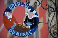 Europe/France/Bretagne/29/Finistère/Concarneau: Enseigne de la crêperie du musée rue Vauban dans la ville close