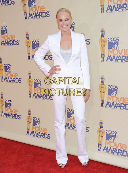 MALIN AKERMAN.The 2009 MTV Movie Awards held at Universal Ampitheatre  in Universal City, California, USA..May 31st, 2009  .full length ackerman white jacket trousers suit hand on hip.CAP/DVS.©Debbie VanStory/Capital Pictures.