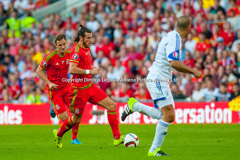 Gareth Bale  of Wales  ( with ball ) in action during their UEFA EURO 2016 Group B qualifying round match held at Cardiff City Stadium, Cardiff, Wales, 06 September 2015. EPA/DIMITRIS LEGAKIS