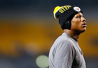 Ryan Shazier #50 of the Pittsburgh Steelers warms up prior to the game against the Indianapolis Colts at Heinz Field on December 6, 2015 in Pittsburgh, Pennsylvania. (Photo by Jared Wickerham/DKPittsburghSports)