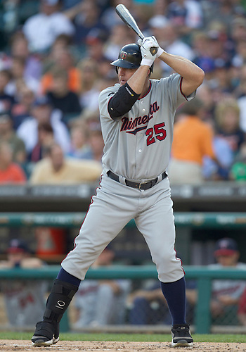 August 15, 2011:  Minnesota Twins designated hitter Jim Thome (#25) at bat during MLB game action between the Minnesota Twins and the Detroit Tigers at Comerica Park in Detroit, Michigan.  The Twins defeated the Tigers 9-6.