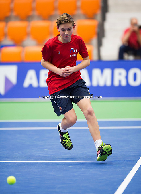 Rotterdam,Netherlands, December 15, 2015,  Topsport Centrum, Lotto NK Tennis, ballboy<br /> Photo: Tennisimages/Henk Koster