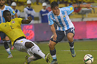 BARRANQUILLA - COLOMBIA- 17-11-2015: Cristian Zapata (Izq) jugador de Colombia disputa el balón con Paulo Dy Bala (Der) jugador de Argentina, durante partido de la fecha 4 válido por la clasificación a la Copa Mundo FIFA 2018 Rusia jugado en el estadio Metropolitano Roberto Melendez en Barranquilla. /  Cristian Zapata (L) player of Colombia vies the ball with Paulo Dy Bala (R) player of Argentina during match for the date 4 valid for the 2018 FIFA World Cup Russia Qualifier played at Metropolitan stadium Roberto Melendez in Barranquilla. Photo: VizzorImage / Alfonso Cervantes / Cont.