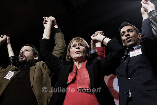Marie Georges Buffet chante l'Internationale, en cloture du meeting du Front de Gauche, le 19 avril 2012 a Paris.
