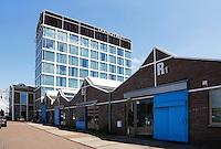 Nederland Amsterdam  2015 06 10. De NDSM Werf in Amsterdam-Noord. Het glazen gebouwen is het Double Tree Hotel by Hilton