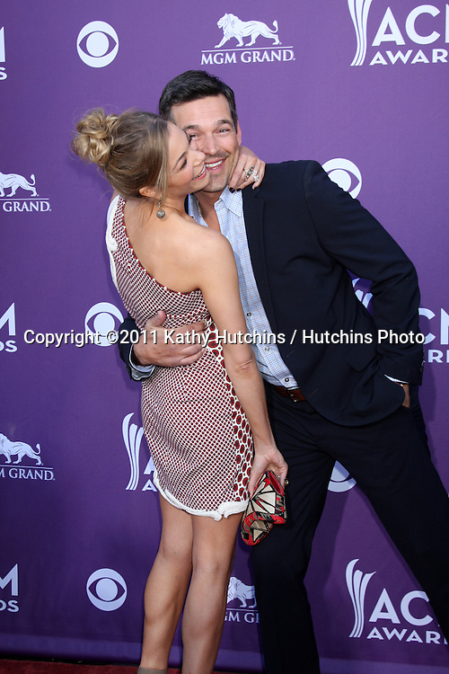 LAS VEGAS - APR 1:  Leann Rimes, Eddie Cibrian arrives at the 2012 Academy of Country Music Awards at MGM Grand Garden Arena on April 1, 2010 in Las Vegas, NV.