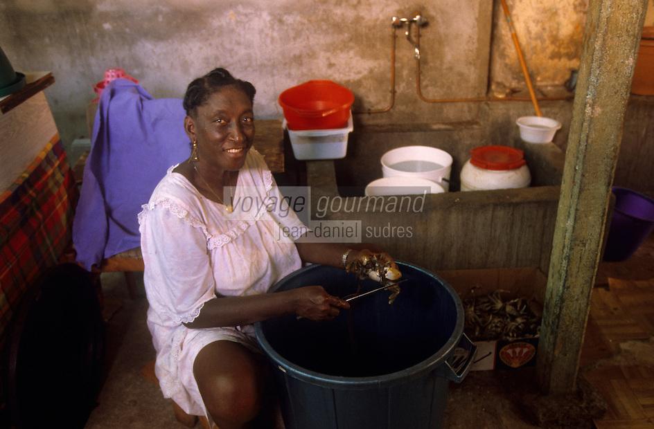 Europe/France/DOM/Antilles/Petites Antilles/Guadeloupe/Pointe-à-Pitre : Maison des cuisinières - Nettoyage des crabes de terre pour la fête des cuisinières