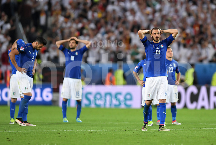 FUSSBALL EURO 2016 VIERTELFINALE IN BORDEAUX Deutschland - Italien      02.07.2016 Graziano Pelle, Marco Parolo und Leonardo Bonucci (v.l., alle Italien) sind enttaeuscht