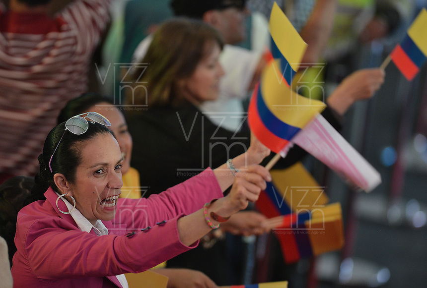 BOGOTÁ -COLOMBIA. 15-06-2014. Seguidores de Juan Manuel Santos del partido de La Unidad Nacional celebran la victoria sobre Oscar Ivan Zuluaga del Centro democrático en la segunda vuelta de la elección de Presidente y vicepresidente de Colombia que se cumplió hoy 15 de junio de 2014 en todo el país./ Followers of Juan Manuel Santos of the National Unity Party celebrating victory on Oscar Ivan Zuluaga democratic Center The second round of the election of President and vice President of Colombia that took place today June 15, 2014 across the country. Photo: VizzorImage/ Gabriel Aponte / Staff