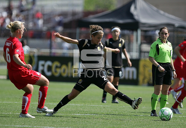 Kimberly Yokers (2) extends for the ball against Lori Lindsey (6). Washington Freedom defeated FC Gold Pride 4-3 at Buck Shaw Stadium in Santa Clara, California on April 26, 2009.