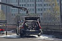 30.03.2014: Ausgebranntes Fahrzeug auf der Kaiserleibrücke