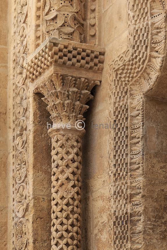 France, Saône-et-Loire (71), Paray-le-Monial, basilique du Sacré-Coeur, portail nord de la basique, détail // France, Saone et Loire, Paray le Monial, Sacre Coeur basilica