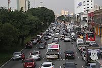 SAO PAULO, SP, 11.04.2014 - TRANSITO / SAO PAULO / RADIAL LESTE - Transito intenso na Avenida Alcantara Machado (Radial Leste) no bairro do Bras regiao leste de Sao Paulo, na tarde desta sexta-feira, 11. (Foto: William Volcov / Brazil Photo Press).