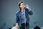 BOB GELDOF AT LIVE AID AT WEMBLEY STADIUM 1985