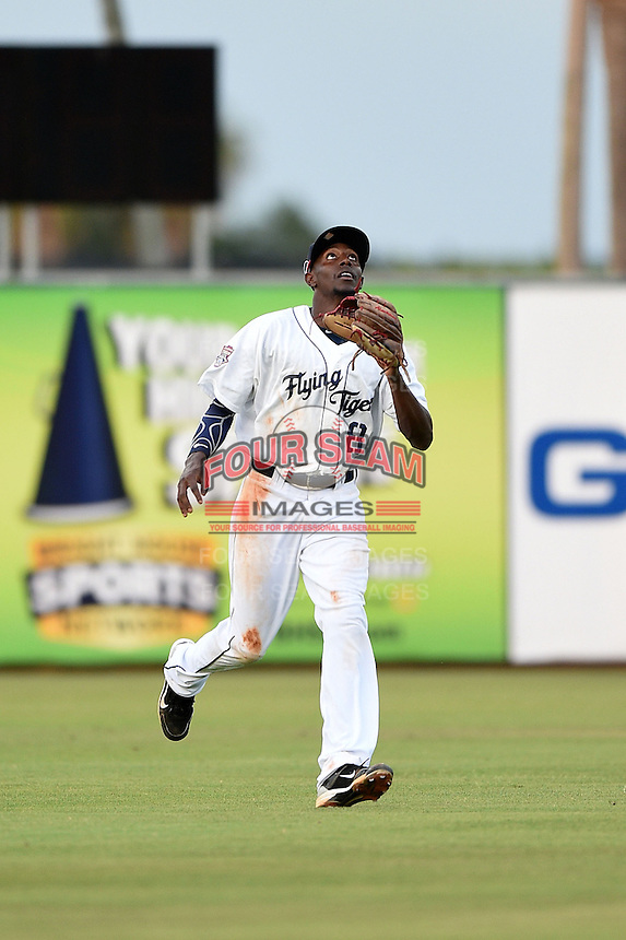 Lakeland Flying Tigers outfielder Jiwan James (8) tracks down a fly ball during a game against the Palm Beach Cardinals on April 13, 2015 at Joker Marchant Stadium in Lakeland, Florida.  Palm Beach defeated Lakeland 4-0.  (Mike Janes/Four Seam Images)